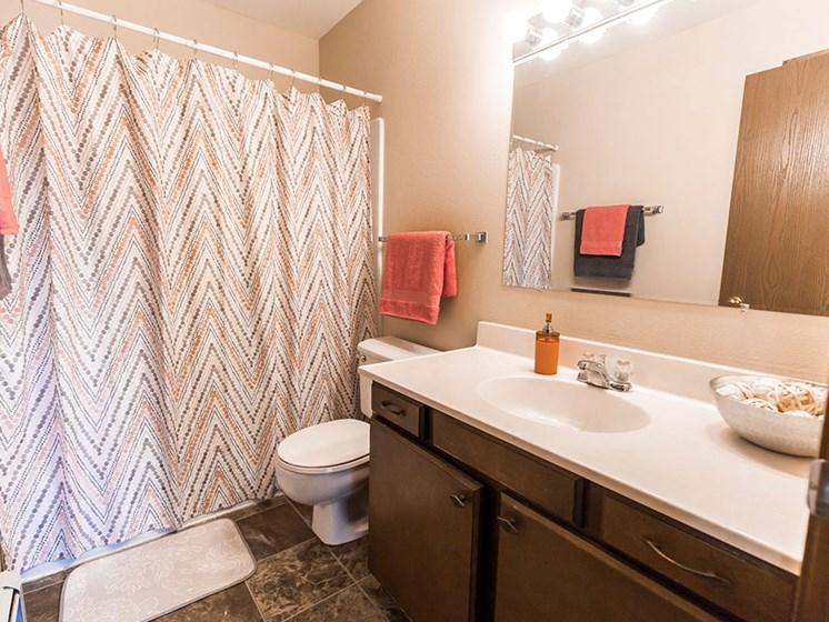 Mayfair Apartments | Bathroom