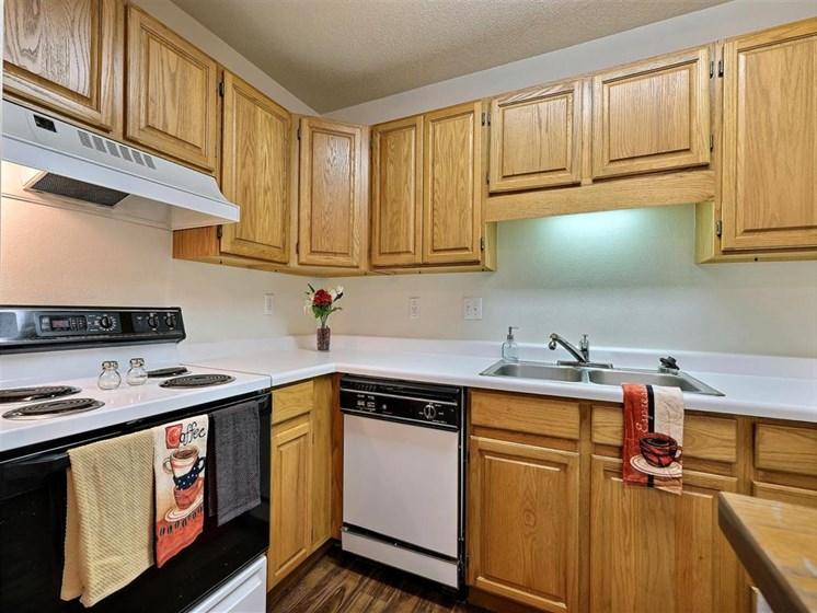 Flagstone Apartments | 2 Bedroom 2 bath | Kitchen