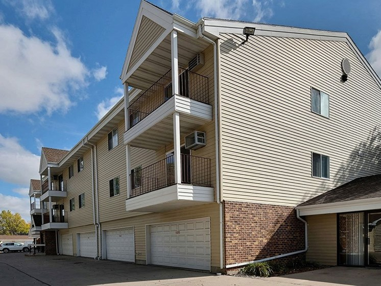 Prairiewood Meadows Apartments   Fargo, ND