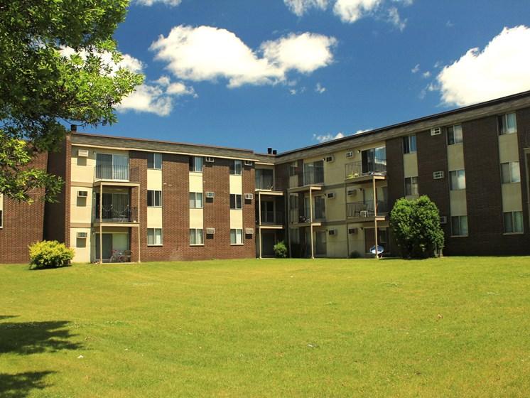 Rosedale Apartments | Roseville, MN
