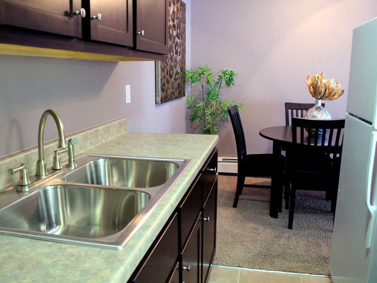 Rosedale Apartments | Kitchen | Dining