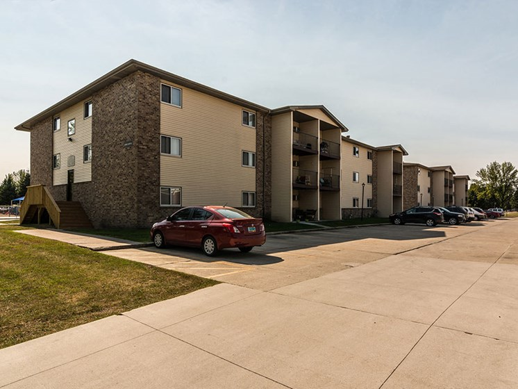 Sunview Apartments | Grand Forks, ND