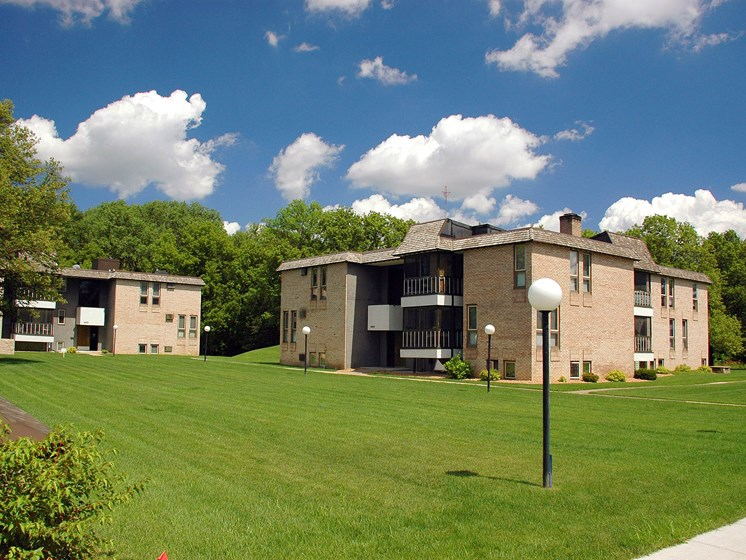 Valley View Apartments | Golden Valley, MN