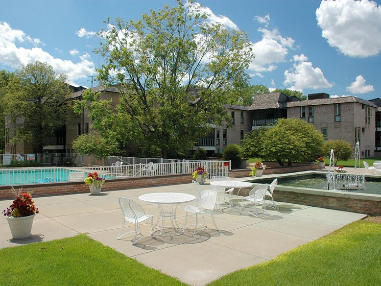 Valley View Apartments | Patio | Pool