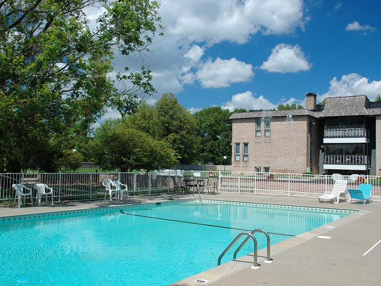Valley View Apartments | Pool