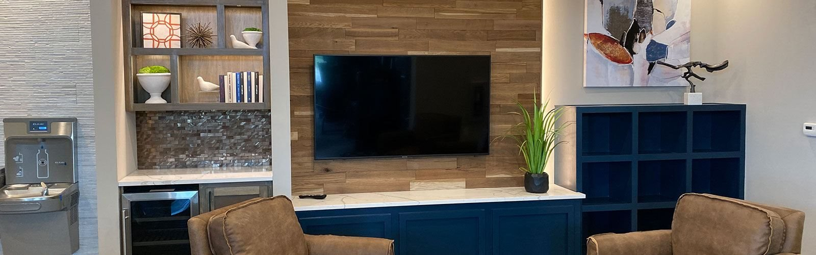 Living Room With Television at One Deerfield, Mason, OH, 45040