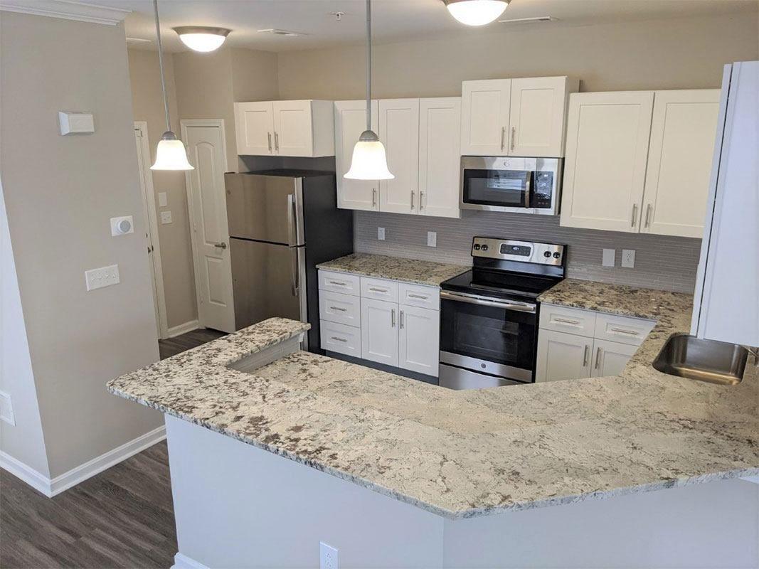 Grandeville-at-Greenwich-Apartment-Kitchen-013