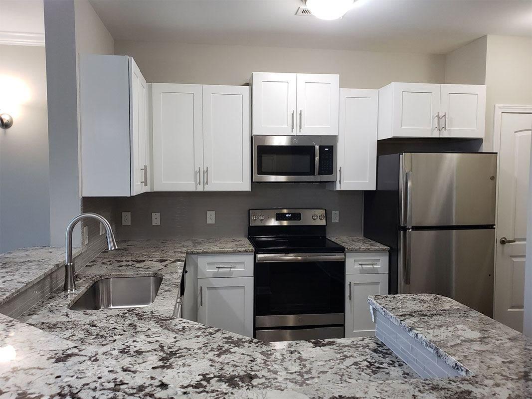 Grandeville-at-Greenwich-Apartment-Kitchen-05