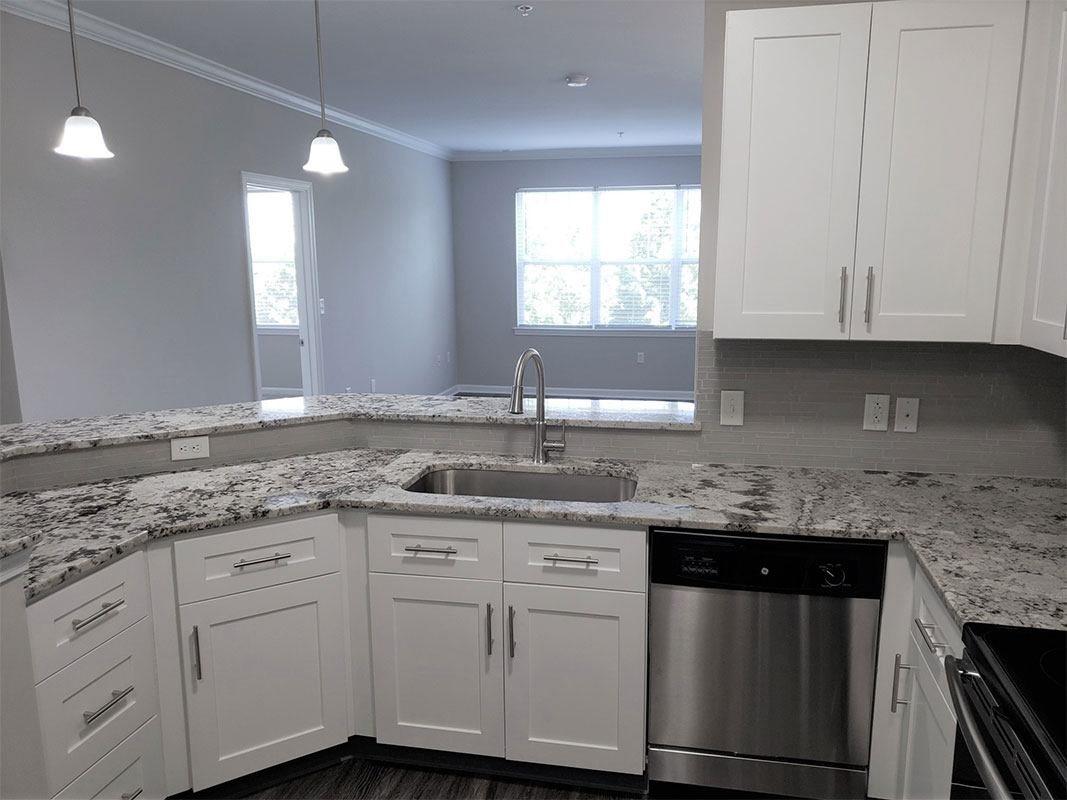 Grandeville-at-Greenwich-Apartment-Kitchen-04