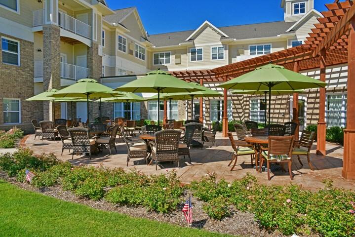 Gorgeous Large Outdoor Landscapes at Rose Senior Living – Avon, Avon