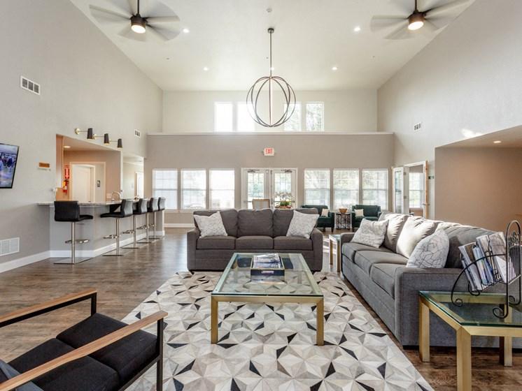 Lounge in clubhouse at Saddlewood Apartments in Olathe, KS near Garmin