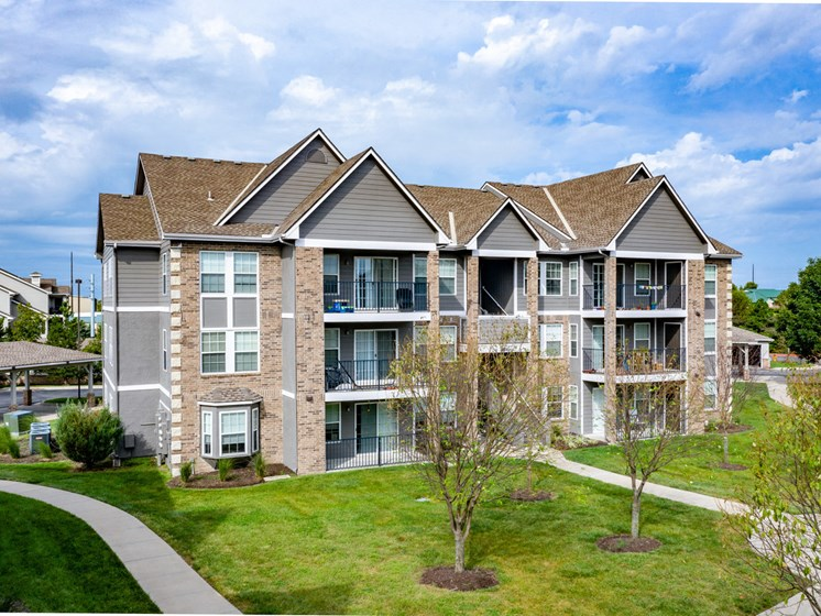Exterior of building at Saddlewood Apartments with courtyard and private patios and balconies