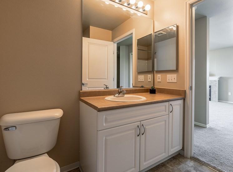 WA_Seattle_UptownQueenAnne_Bathroom Counter