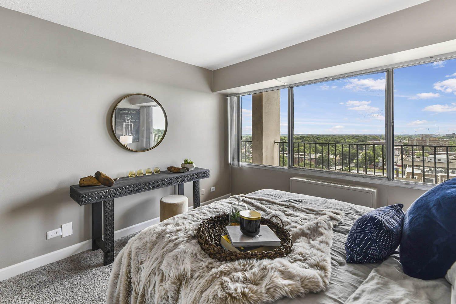 Live in Cozy Bedrooms at CityView on Meridian, Indianapolis, IN,46208