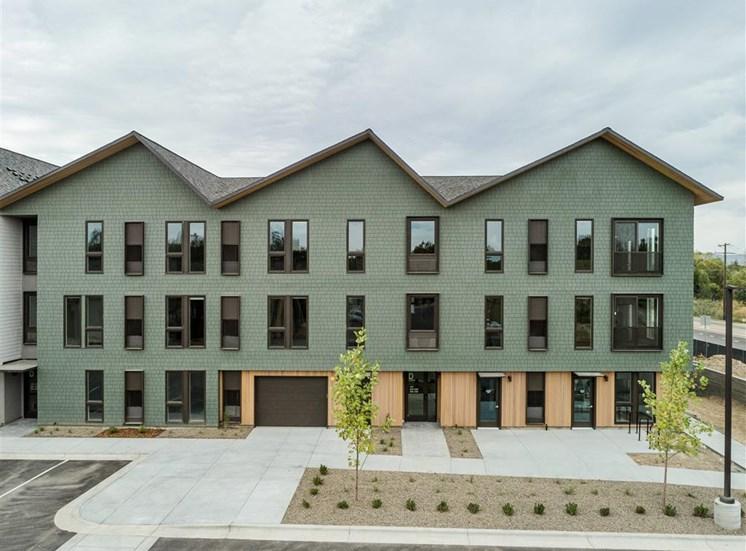 Apartments Lakehouse in Eagle, Idaho