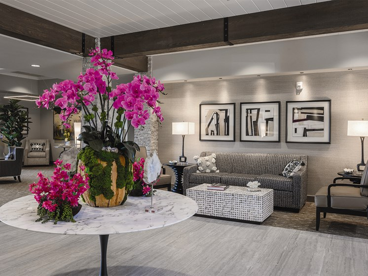 Living room with sofa and Table with flower Vase at The Oaks at Paso Robles, California, 93446