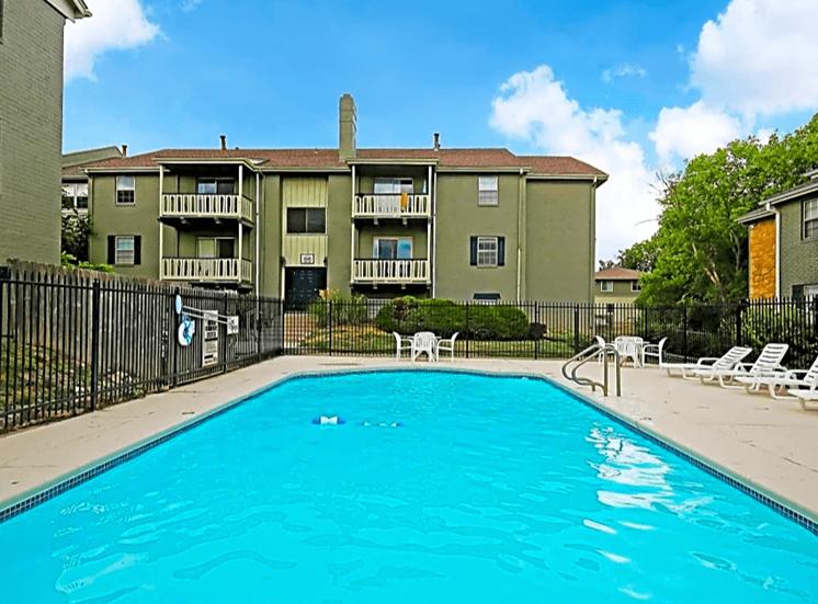 Kansas City Apartments Pool