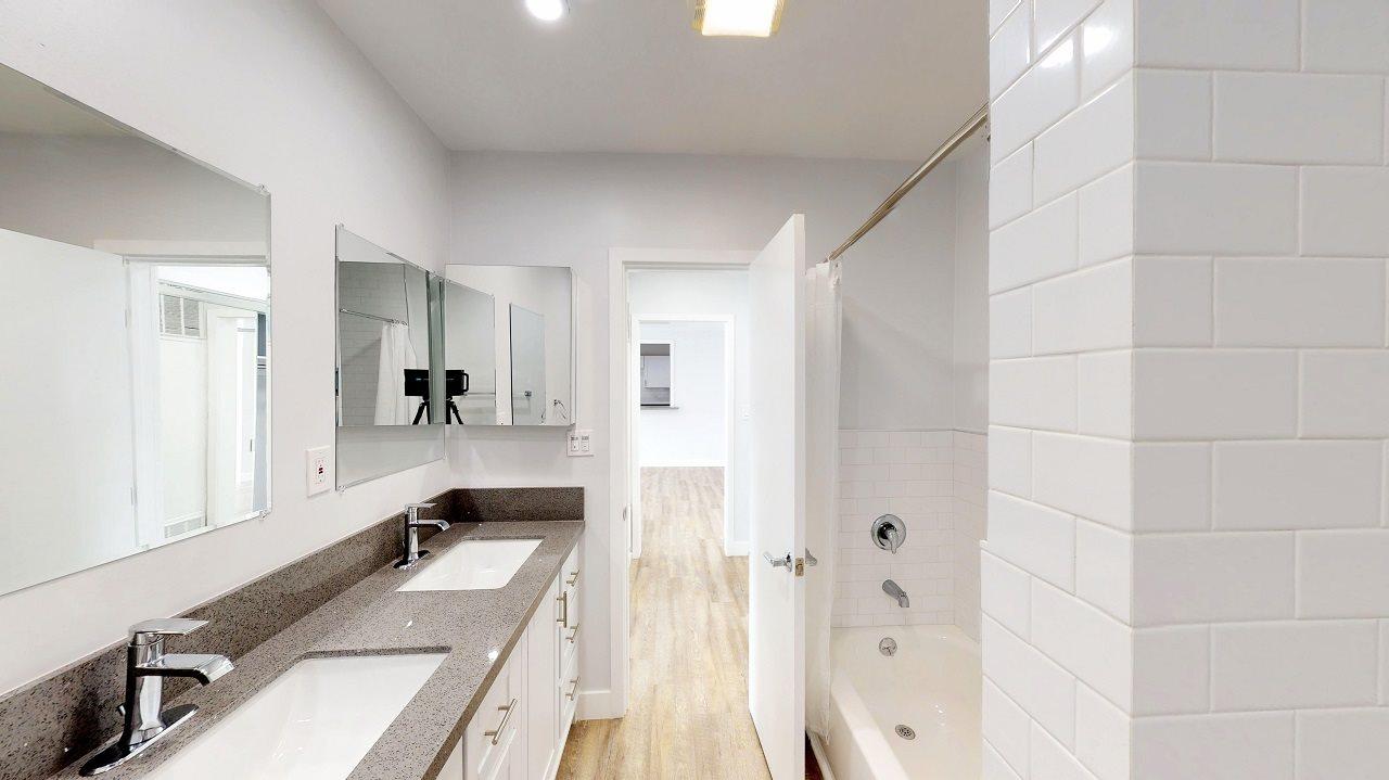 2 Bedrooms Bathroom,2 Bedrooms Bathroom,2 Bedrooms Bathroom