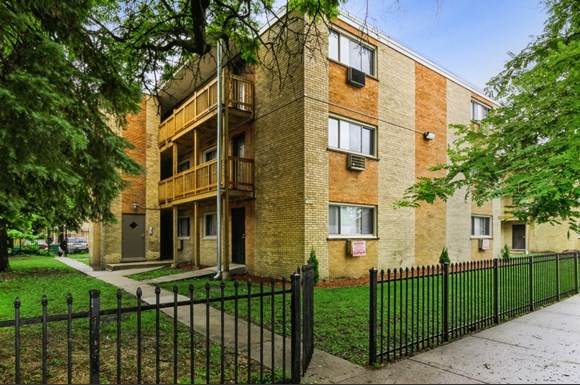 Exterior of 7940 S Greenwood Ave in Chicago