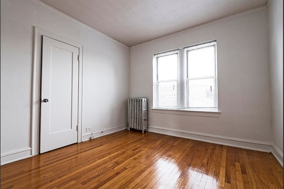 Bedroom of 222 E 109th St Apartments in Chicago
