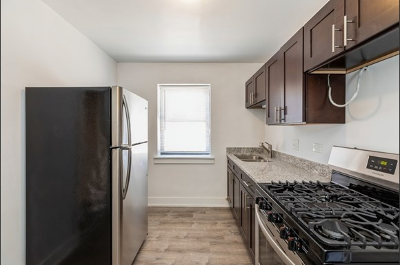 Kitchen of 2050 E 72nd Apartments in Chicago