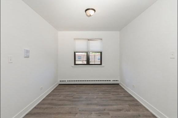 Dining Room of 2050 E 72nd Apartments in Chicago