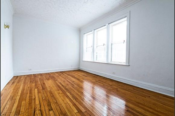 Living Room of 1108 E 82nd St Apartments in Chicago