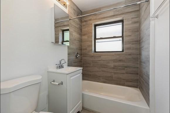 Bathroom of  2050 E 72nd Apartments in Chicago