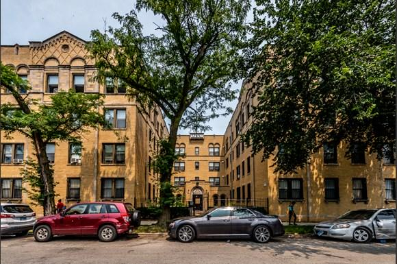 Exterior of 1734 E 72nd St Apartments in Chicago