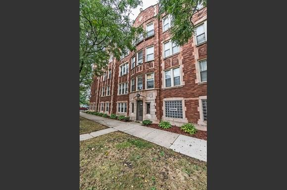 Exterior of 222 E 109th St Apartments in Chicago