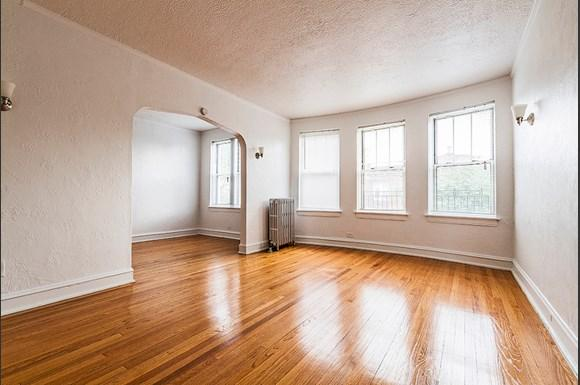 Living Room of 222 E 109th St Apartments in Chicago