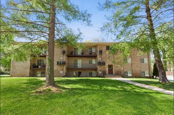 Exterior of 3900 Gwynn Oak Apartments in Baltimore