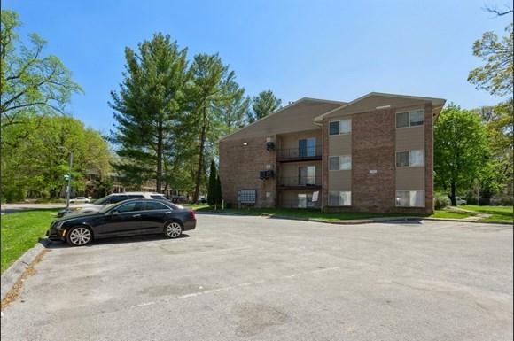 Parking Lot of 3900 Gwynn Oak Apartments in Baltimore
