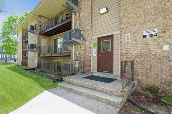 Building Entrance of 3900 Gwynn Oak Apartments in Baltimore