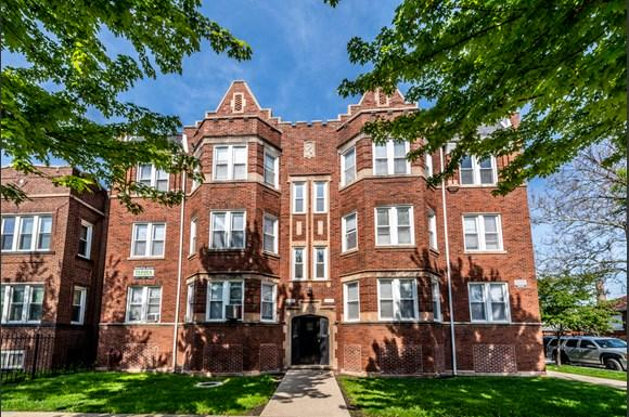 Exterior of 6104 S Campbell Ave Apartments in Chicago