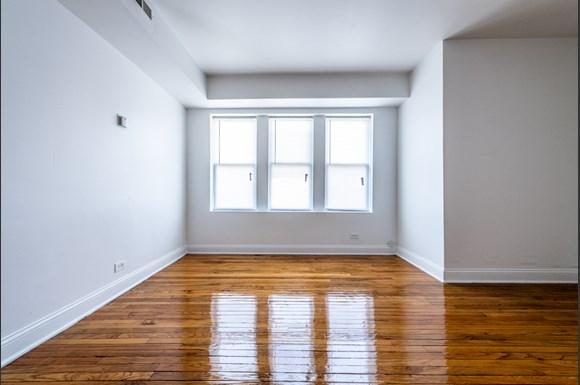 Living Room of 6104 S Campbell Ave Apartments in Chicago