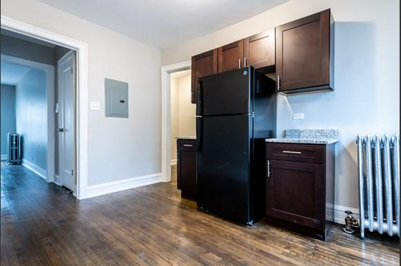 Kitchen of 6904 S Cregier Ave Apartments in Chicago