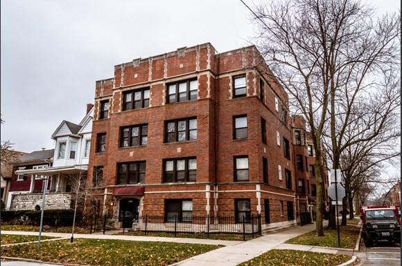 Exterior of 6904 S Cregier Ave Apartments in Chicago