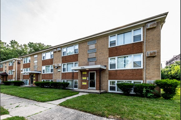 Exterior 8935 S Dauphin Ave Apartments Chicago