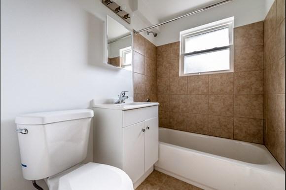 Bathroom 8935 S Dauphin Ave Apartments Chicago