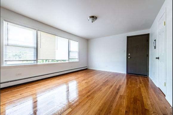 Living Room 8935 S Dauphin Ave Apartments Chicago