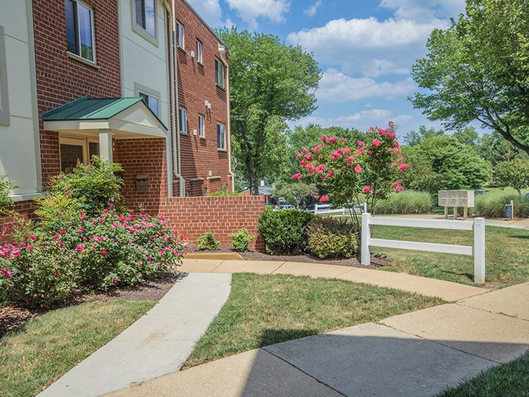 outdoor pathway with sunshine at apartment building