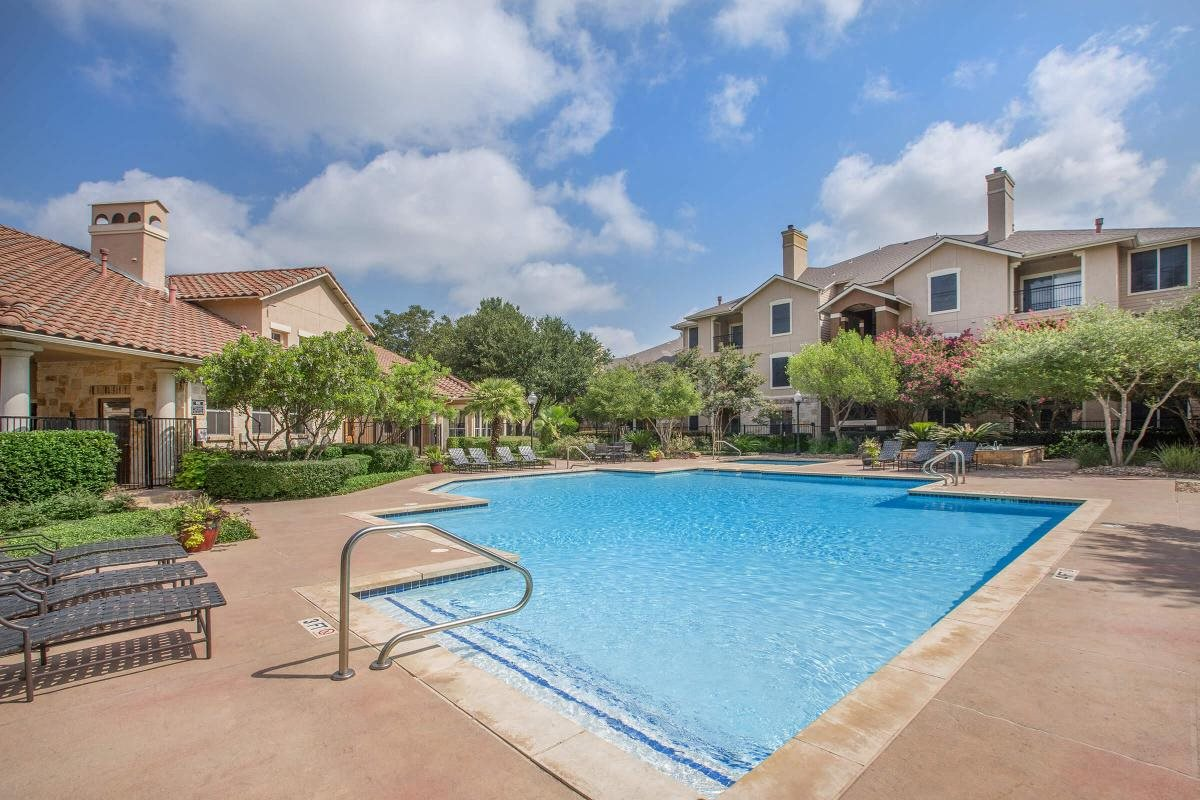 apartments in north austin with a pool