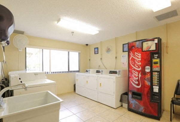 Villa San Carlos II senior apartments in Port Charlotte, FL laundry facility with washers dryers and drink machine