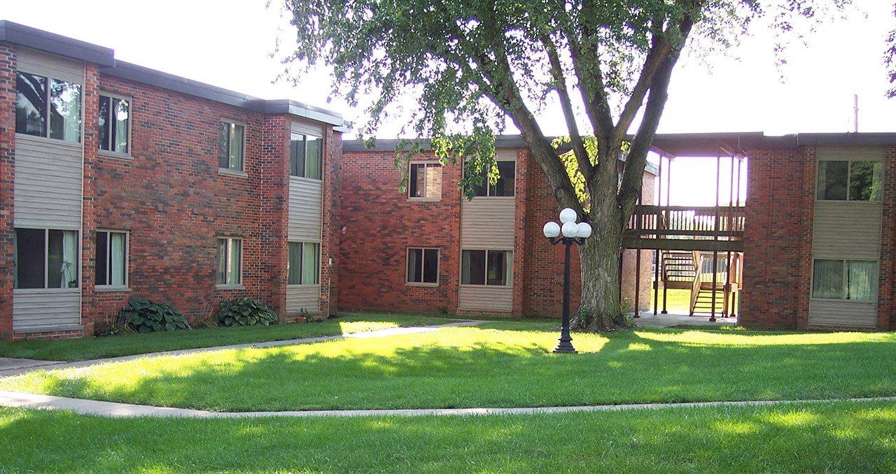 Emerald Court | Iowa City Apartments