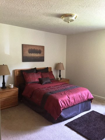 Large Comfortable Bedrooms at Emerald Court, Iowa
