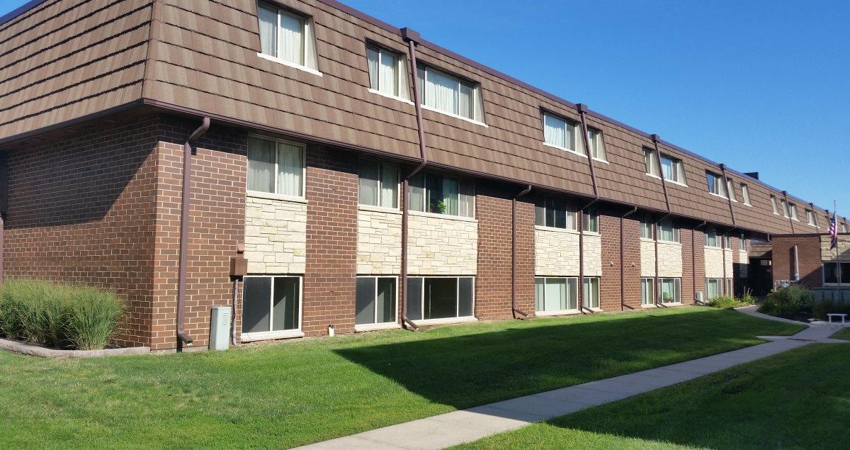 Seville Iowa City apartments Exterior