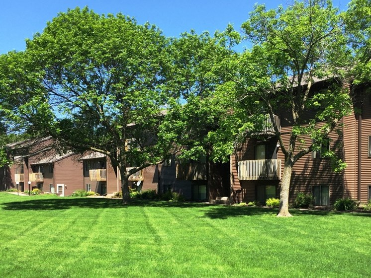 Lush Green Outdoor Spaces at Parkside Manor, Iowa