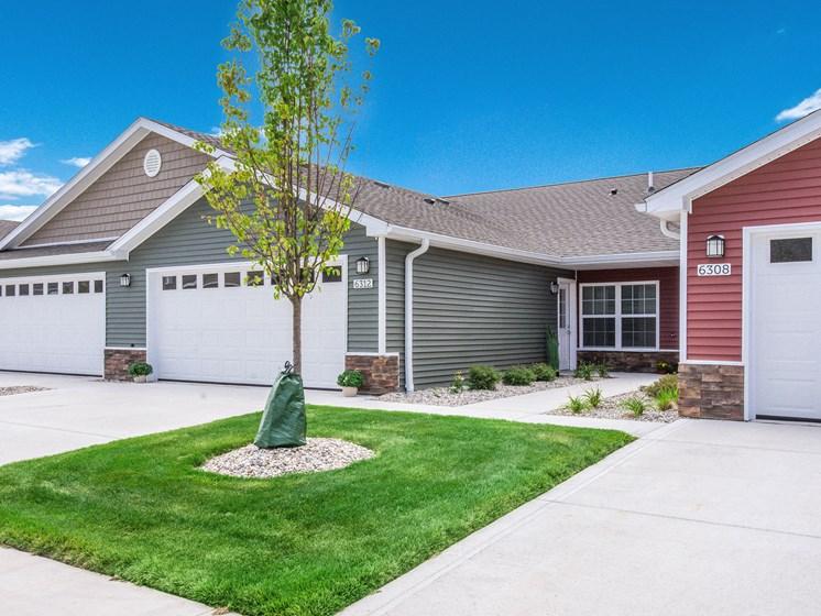 Grand Rapids MI Apartment Rentals Bayberry Chase Exterior Garages