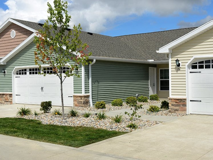 Commerce Township MI Apartment Rentals Redwood Four Seasons Two Car Garage